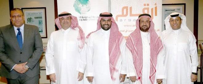 صورة توقيع اتفاقية الاستحواذ على أرقام - طارق العسيري الأول من اليمين