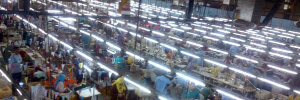 اكتشاف أسواق افريقيا - صورة من داخل مصنع ملابس في مصر