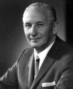 مخترع عربة التسوق الأمريكي سيلفان جولدمان